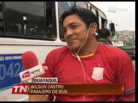 Encuentran droga y cuchillo en un bus durante operativo policial