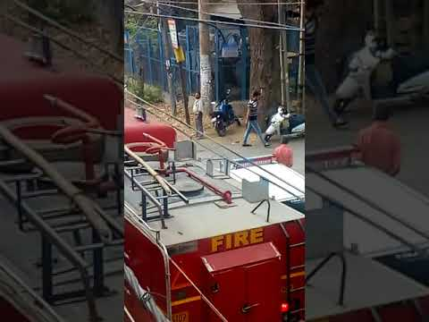 Video Quick Work By Fire Brigade On Burning Car In Delhi download in MP3, 3GP, MP4, WEBM, AVI, FLV January 2017