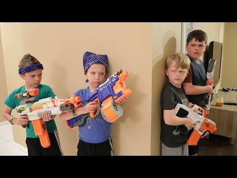 [Nerf Battle] Extreme Toys TV Takes On Twin Toys! (Lost Toy Treasure Hunt)