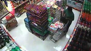 Video Une femme surprise par les caméras de sécurité entrain de voler tout ce qu'elle peut ! MP3, 3GP, MP4, WEBM, AVI, FLV Oktober 2017