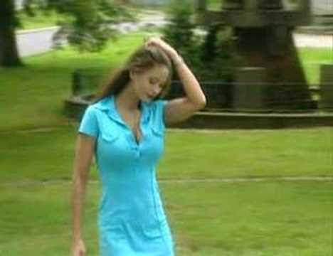 Veronika Zemanova y una caminada muy sensual