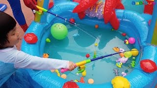 FISHING Game Toys For Kids, Bé Chơi Câu Cá Cùng Người Nhện Trong Bể Bơi Phao, BaBiBum ►Video này Ngọc Vân trong bộ váy Elsa và người Nhện cùng thi câu cá tro...