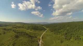 التلال الخضراء في بلدة كوبريس