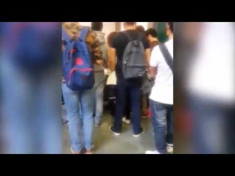 studenti in piedi e nei corridoi lezione università di Pisa - Palazzo Ricci