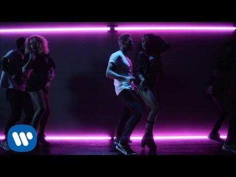 Tekst piosenki Matt Pokora - Voir la nuit s'emballer po polsku