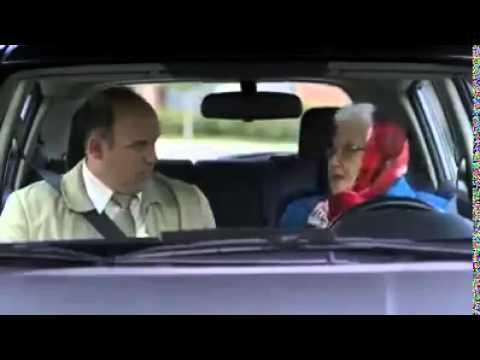 durante la scuola guida una vecchietta parcheggia a modo suo
