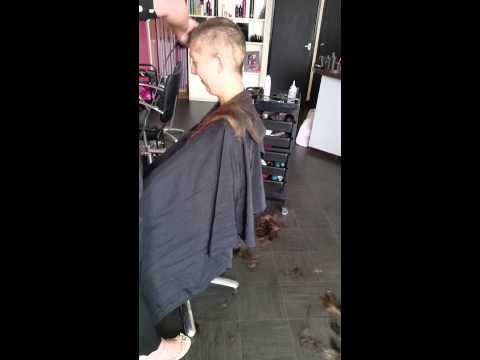 Rebecca Wray brave shave for MCMILLAN cancer
