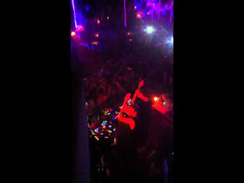 David Guetta & Alesso - Every Chance We Get We Run // Live at Pacha HQ