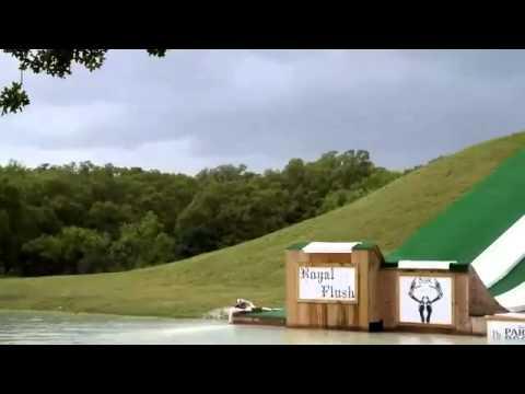 Trượt cầu trượt nước như ném quả lựu đạn xuống hồ, bá đạo =))