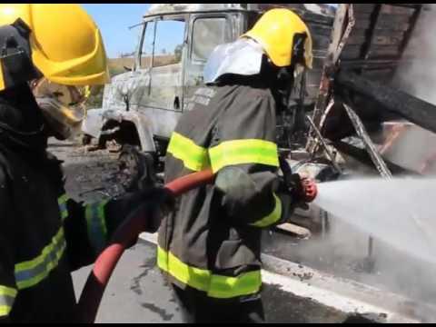 Carreta pega fogo na BR-354 em Córrego Danta