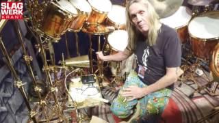 Een videoreportage door Dennis Boxem, editor van Slagwerkkrant. Er zijn weinig drummers die zo'n herkenbare drumkit hebben...