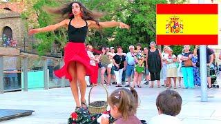 Уличные танцы фламенко и забавные дети