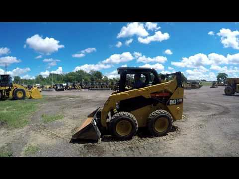 CATERPILLAR SKID STEER LOADERS 242D equipment video uM_Yv3DRNtU
