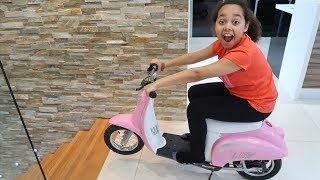 Video Surprise Toy Unboxing & Assembling Power Wheels Ride On Bike | Toys AndMe MP3, 3GP, MP4, WEBM, AVI, FLV Maret 2019