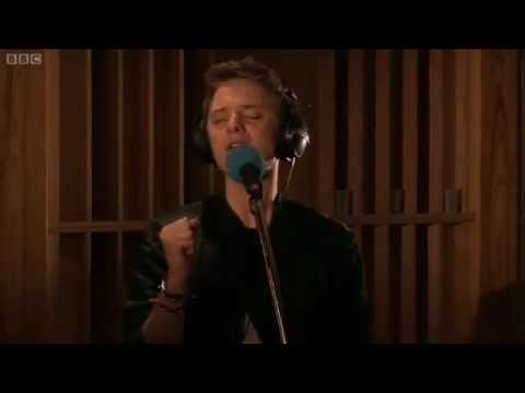 Tekst piosenki Conor Maynard - Starships (BBC Live Version) po polsku