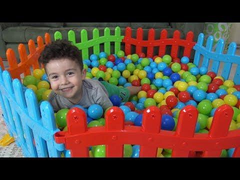 Yusuf Renkli Çitlerden Top Havuzu Yaptı | Eğlenceli Çocuk Videoları