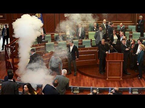 Χρήση δακρυγόνων και πάλι μέσα στο κοινοβούλιο του Κοσόβου