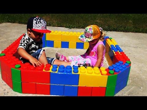 ✿ LEGO ПЕСОЧНИЦА Для Детей Строим из Огромного ЛЕГО Конструктора New LEGO Toys Unboxing (видео)