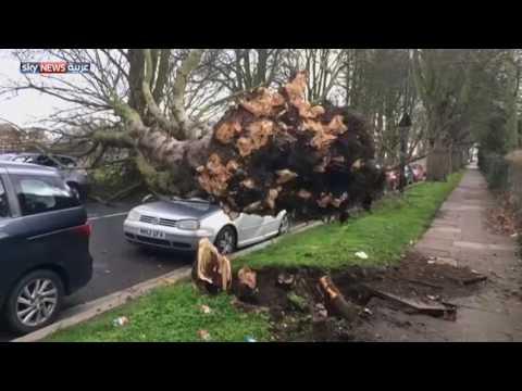 إعصار يضرب عددا من المناطق في بريطانيا