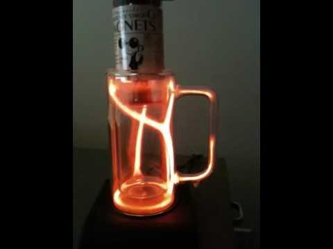 利用物理讓神奇的杯子發亮!