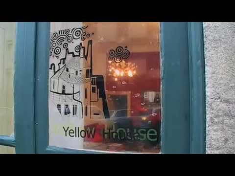 Video av The Yellow House