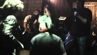 Video Punková Provokace Lidstva (Punk Velemín (CZ)) Proti Vládě Live @