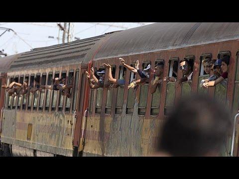 FYROM: Χιλιάδες μετανάστες περιμένουν το «τρένο της ελπίδας»
