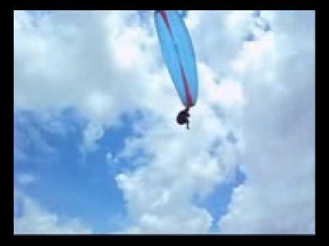 lilian mariana voando de parapente em cristalina goias