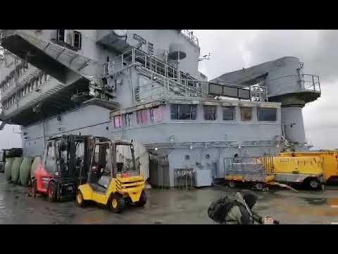 """Video - Το γαλλικό αεροπλανοφόρο """"Σαρλ ντε Γκωλ"""" έφτασε στην Κύπρο και εντυπωσιάζει"""