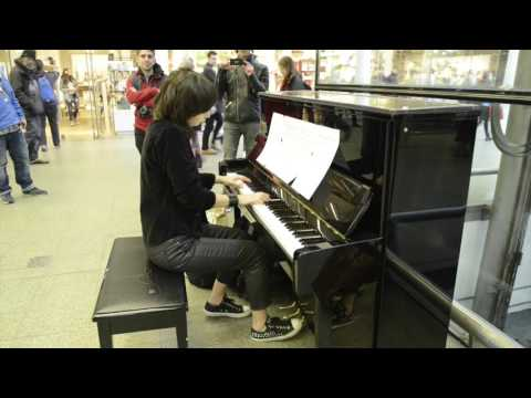 playing Candle in the wind in St. Pancras Station, London on Elton Johns piano