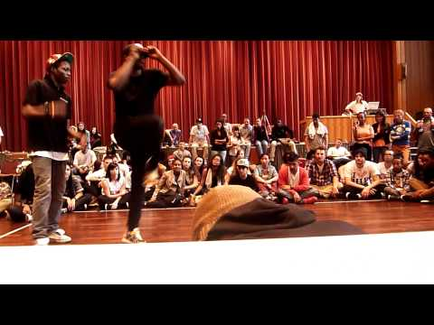 Fusionart - Wake up Battle 2012 - Jean-Claude & Ronaldo (Fusion Art) vs. Lulia (DejaVu/Fusion Art) & Junma (DejaVu)