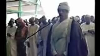 القرآن الكريم بصوت القذافي يصلي بمليون مسلم في نيجيريا