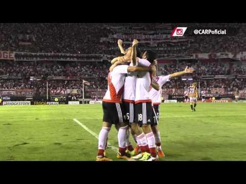 Cabezazo de Nacho Fernández para poner el 2-0