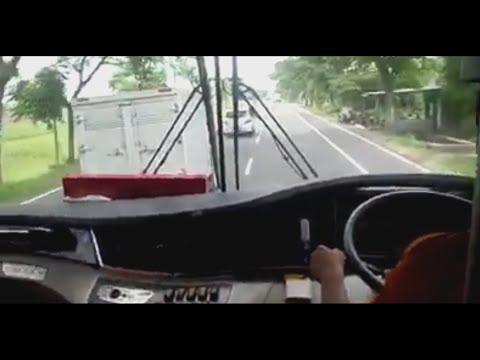 Download Video Balapan bus menegangkan Sugeng Rahayu Cepat vs Mobil Box Hampir tabrakan!!!!