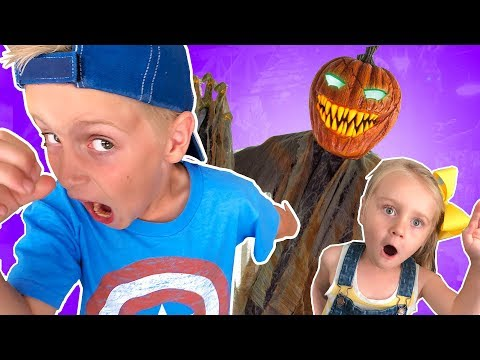 Halloween Costume Scavenger Hunt! (KidCity Family Battle)