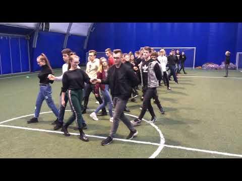 Wideo1: Próba Poloneza uczniów III LO przed piątkowa studniówką