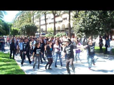 MOVILÍZATE: ¡Atrévete! FlashMob de jóvenes emprendedores en el centro de Alicante