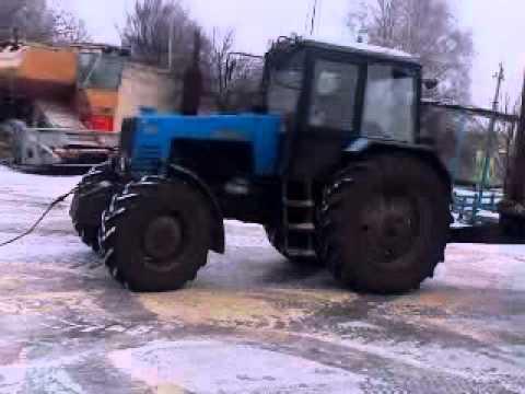 Трактора буксуют (Луганская обл.).3gp (видео)