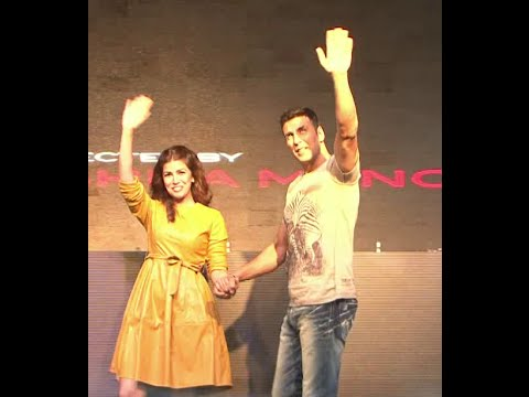 Akshay Kumar & Nimrat Kaur Promoting Film Airlift At College Fest