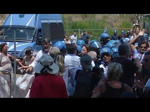 Ιταλία: Επεισόδια αστυνομικών και ακροδεξιών με αφορμή την εγκατάσταση μεταναστών