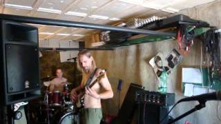 Video ThE Paid - Fly off - Live improvisation - garage Zbraslav (2010)