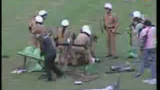 Pancadaria: Jogo em que o Coritiba cai para a Segunda divisão e a torcida nao se comove e sai na porrada com a policia.