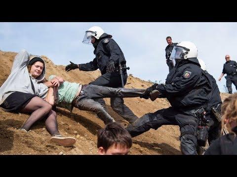 Hambacher Forst: Die Polizei räumt das Dorf