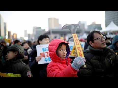 Σεούλ: Δεκάδες χιλιάδες διαδηλωτές ζήτησαν την καθαίρεση της προέδρου