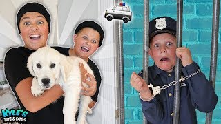 Video 🚓 KID COP VS ROBBERS STEAL A PUPPY! Pretend Play Cops and Robbers Game for Kids! MP3, 3GP, MP4, WEBM, AVI, FLV Juli 2018