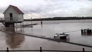 Tewkesbury United Kingdom  city photos : UK Floods: The River Avon at Tewkesbury