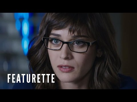 The Interview (Character Featurette 'Agent Lacey')