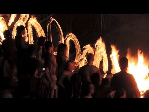 晩夏の温泉街、幻想的に 湯村の火祭り