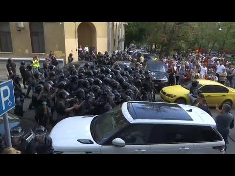 Russland: Aktivisten nach Massenfestnahmen in Moskau  ...