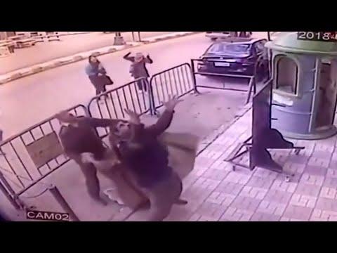 Junge fällt von Balkon: Polizist rettet Kleinkind